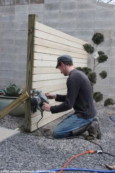 DIY: Modern Wood Fence and Gate (Courtyard Edition) I need a few sections of thi. DIY: Modern Wood Fence and Gate (Courtyard Edition) I need a few sections of this in my back yard for privacy .