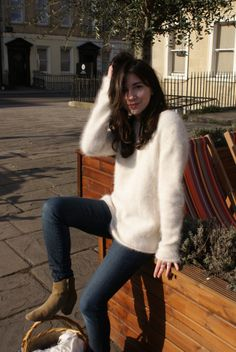 angora wool jeans and ankle boots Fluffy Sweater, Angora Sweater, Parisian Chic, Wool Sweaters, Style Inspiration, Pullover, My Style, Coat, Sexy