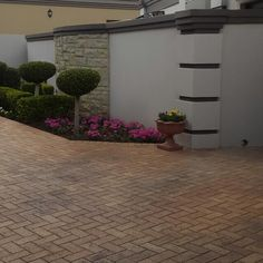 Garden Landscaping Diy, Wall Design, Fence Gate Design, Exterior Wall Design, Modern Farmhouse Exterior, Compound Wall Design, Backyard Landscaping Designs, Fence Design, Boundary Walls