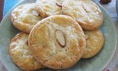 ΣΥΝΤΑΓΕΣ: Συνταγή για τραγανά μπισκότα αμυγδάλου