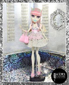 Vêtements de poupée haute couture  Gravé par HauntCoutureAtelier