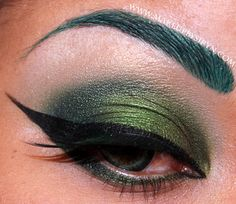 Today I have a Madame Hydra aka Viper look for you all! I loooove Viper (I prefer to call her by that code name as it's short, sweet, and to the point ; Makeup Art, Makeup Tips, Hair Makeup, Makeup Ideas, Makeup Trends, Beauty Make Up, Hair Beauty, Poison Ivy Makeup, Costume Makeup