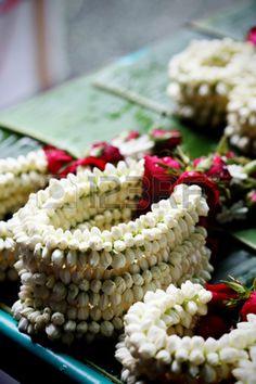 the garland have jasmine and rose at street market, thailand Indian Wedding Favors, Desi Wedding Decor, Luxury Wedding Decor, Indian Wedding Decorations, Wedding Favours, Flower Decorations, Floral Wedding, Wedding Flowers, Wedding Ideas