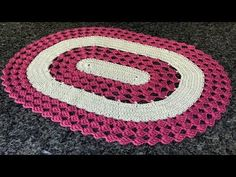 This beautiful crochet cord pattern is based on a lush lace ribbon. It is a popular crochet project because it beautifies objects and accessories. Crochet Feather, Crochet Cord, Crochet Lace, Crochet Flower Headbands, Crochet Baby Hats, Crochet Beanie, Crochet Cardigan, Crochet Flower Patterns, Crochet Flowers