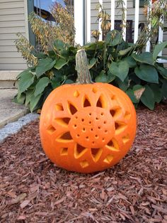 Wonderful Tips for Decorating Your Halloween Pumpkins To Get Unique Look - Real Time - Diet, Exercise, Fitness, Finance You for Healthy articles ideas Pumkin Carving Easy, Pumpkin Carving Contest, Amazing Pumpkin Carving, Pumpkin Carvings, Halloween Pumpkins, Halloween Crafts, Halloween Decorations, Pumpkin Flower, Painted Pumpkins