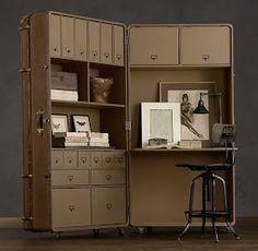 шкаф-секретарь в виде большого раскладного чемодана