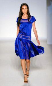 Raso gasa y transparencias en la colección de Alberta Ferretti para el verano 2012