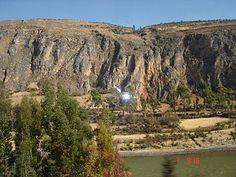 Peru-Junin, Vista de una orilla del Valle del Mantaro, observe el rio Mantaro que cruza de extremo a extremo del Valle, que es uno de los mas extensos del Perú - Jhabich
