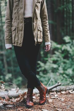 Sweater, Army Jacket, and Boots School Looks, Fall Winter Outfits, Autumn Winter Fashion, Looks Style, Style Me, Boots Chelsea, Mode Vintage, Green Jacket, Tan Jacket