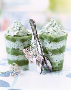 Réalisez des verrines raffinées de cappuccino d'asperges à la coriandre à servir en apéritif. Tapas, Snack, Cocktails, Appetizers, Pudding, Party, Desserts, Gluten, Food