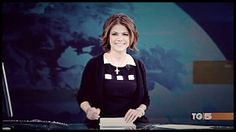 La giornalista e presentatrice Paola Rivetta durante la conduzione del TG5 Giorno in Princesse Metropolitaine