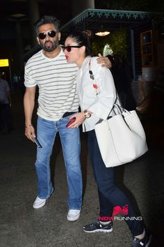Kareena Kapoor Khan, Bollywood Stars, Sisters, People, Projects, How To Wear, Outfits, Log Projects, Blue Prints