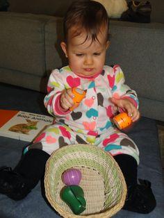 Idéias para elaborar a estante de atividades do quarto...aos 9 meses! ~ Tempo em Casa, ensinando!