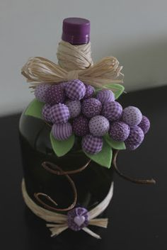 Ideias do que podemos fazer com garrafões de vidro. Wine Bottle Art, Diy Bottle, Wine Bottle Crafts, Jute Crafts, Fabric Crafts, Diy And Crafts, Twine Bottles, Bottles And Jars, Recycled Glass Bottles