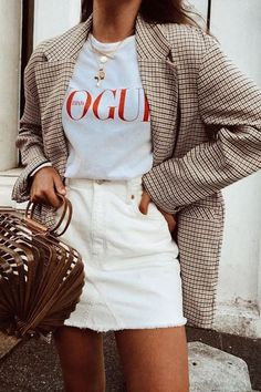 How To Create The Ultimate Capsule Wardrobe For Spring Plaid oversized blazer with white denim skirt and white t-shirt Looks Street Style, Looks Style, Looks Cool, Vogue Fashion, Look Fashion, Winter Fashion, Womens Fashion, Feminine Fashion, Classic Fashion