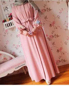 Modest Fashion Hijab, Abaya Fashion, Fashion Dresses, Girls Dresses Sewing, Dress Clothes For Women, Muslim Prom Dress, Frock Patterns, Mode Abaya, Muslim Women Fashion