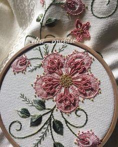 Herkes nasıl bakalım Sabah güneşi bulunca hemen telefona sarılanlar burdamı Bu gün yüzümüzden gülümseme hiç eksik olmasın☺️ #embroideryart#elişi#emek#elnakışı#handmade#havlu#çeyiz#çeyizhazırlığı#hobi#sipariş