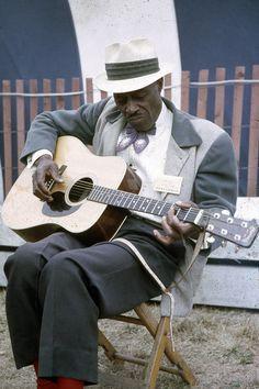 Son House at Newport Folk Festival Photo by John Rudoff http://ozmusicreviews.com/learn-blues-scales-on-guitar