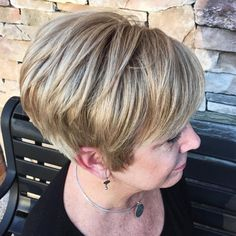 We have rounded up the images of Chic Short Hair Styles for Older Women, take a look at this pics below and be inspired Bob Hairstyles For Fine Hair, Short Hairstyles For Women, Cool Hairstyles, Layered Hairstyles, Short Hair Older Women, Haircut For Older Women, Layered Haircuts For Women, Best Short Haircuts, 2018 Haircuts