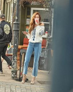 Jessica Jung in London. Fashion Line, Kpop Fashion, Star Fashion, Korean Fashion, Girl Fashion, Frock Fashion, Airport Fashion, Snsd, Yoona