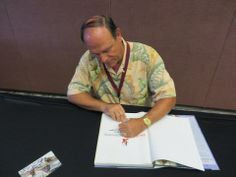 Disney Imagineer Kevin Rafferty Meets Fans and signs Autographs...