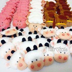Animaizinhos da fazenda, costurados à mão. Para ímãs, chaveirinhos ou apliques em caixas de mdf, porta retratos e muito mais! www.facebook.com/feltrolices www.elo7.com.br/feltrolices