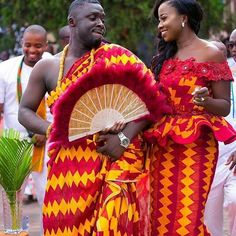 We have collected 30 Ghanaian kente dresses 2020 for dropping some inspiration. For starters, the Kente maybe a colorful approved cloth from Ghana that's hand-made on a loom. African Wedding Attire, African Attire, African Dress, African Weddings, African Wear, Ghana Traditional Wedding, Traditional Wedding Dresses, Traditional Fabric, Ghana Wedding
