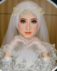 Inspired hijaber photo by Siapa yang suka? Kebaya Wedding, Muslimah Wedding Dress, Muslim Wedding Dresses, Hijab Bride, Muslim Brides, Muslim Couples, Dress Wedding, Bridal Hijab Styles, Wedding Styles