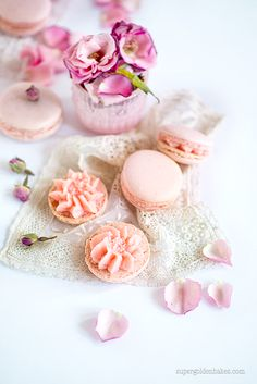 """Find and save images from the """"Ladurée~Macarons,Candy & Cupcakes"""" collection by 𝓈𝒶𝓂𝒶𝓃𝓉𝒽𝒶 𝓈𝑒𝓇𝑒𝓃𝒶 ✰ (SamanthaSerena) on We Heart It, your everyday app to get lost in what you love. Macarons, Delicious Desserts, Dessert Recipes, Cupcakes, French Pastries, Jolie Photo, Edible Flowers, Pretty Cakes, Something Sweet"""