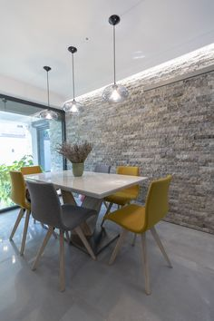 Small Rooms, Natural Stones, Countertops, Kitchen Decor, Decorating Ideas, Dining Table, Flooring, Wall, Furniture