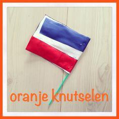 Ook leuk om te knutselen: een vlaggetje voor het WK! Zoonlief maakte het op de crèche. En dat de kleine de kleuren omwisselt, ach dat is toch alleen maar schattig?   Onder de link vind je nog veel meer ideeën!