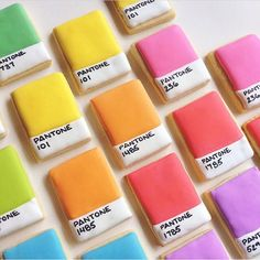 I'd paint my walls with these delicious #crafttherainbow #pantone cookies from @hol_fox and then eat them afterward.