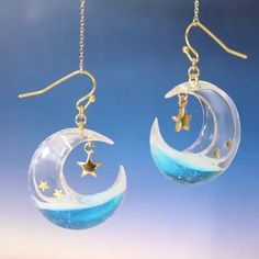 What a wonderful idea👍 Never run short of fresh ideas using UV resin! - What a wonderful idea👍 Never run short of fresh ideas using UV resin! Create by tukulot - Resin Jewelry Tutorial, Resin Tutorial, Making Resin Jewellery, Jewelry Making Beads, Uv Resin, Wood Resin, Resin Art, Diy Resin Crafts, Jewelry Crafts