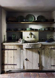 Rustic kitchen closet is a stunning combination of country home and also farmhouse decor. Discover rustic kitchen cupboard layouts, plus search motivating pictures Rustic Kitchen Cabinets, Rustic Kitchen Design, Farmhouse Sink Kitchen, Country Kitchen, Kitchen Decor, Kitchen Sink, Kitchen Ideas, Soapstone Kitchen, Kitchen Walls