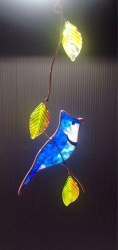 Bluejay con caída hojas vidrieras suncatcher por BirdsAndBugs1