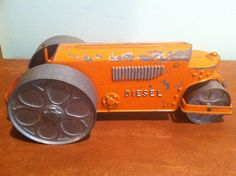 "Vintage die cast steam roller made by Hubley Kiddie Toy Co. (#480).  Measures about 9.75"" long, 3.75"" wide, and 3.75"" tall.  It has a copper strip underneath that is designed to make a clicking noise as the wheels spin (it works), and the lever on the back can be used to steer the front wheel.  Condition is as seen in photos.  Scratches, missing paint, and other vintage wear.  Please take a look and feel free to ask any questions.  Thanks!!! 