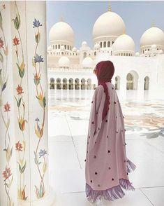 Abu Dhabi mosque Niqab Fashion, Modest Fashion Hijab, Modesty Fashion, Casual Hijab Outfit, African Fashion Dresses, Kimono Fashion, Islamic Fashion, Muslim Fashion, Hijabi Girl