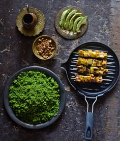 Marmita: Espetadas de frango e abacaxi com couscous de espinafres