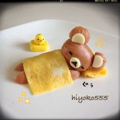 A sleeping bear made out of a sausage. too cute to eat! Cute Food, Good Food, Yummy Food, Bento Recipes, Baby Food Recipes, Food Art For Kids, Childrens Meals, Food Decoration, Food Crafts