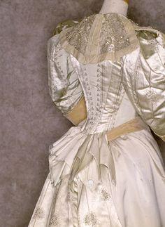 House of Worth, 1890-95, prov. Casa Savoia - Regina Margherita. From Tirelli.