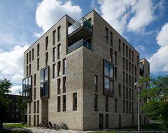 """Бывший промышленный район, расположенный недалеко от центра Амстердама рядом с железнодорожной магистралью, стал главным архитектурным и строительным событием 2005 года. В самом центре города, неподалеку от старых узких каналов Амстердама вырос квартал """"Фунен"""", в котором расположились жилые дома и…"""