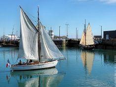 Winibelle II' est un cotre norvégien ayant appartenu à Marin-Marie (célèbre peintre de la Marine). Avec celui-ci il battit le record de vitesse de la traversée de l'Atlantique d'Est en Ouest en 1934. Ce bateau, construit en 1932, a été le premier voilier a être classé Monument Historique en 1984. (au fond à droite : Yseult ).