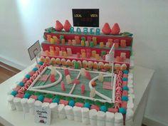 tarta baloncesto. chupate los dedos Food Bouquet, Candy Cakes, Chocolate Bouquet, Baby Album, Ideas Para Fiestas, Candy Store, Food Items, Creations, Birthday Cake