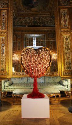 CHarlotte L'Harmeroult, Installation Château de Vaux-le-Vicomte. Courtesy Galerie Jed Voras   https://www.facebook.com/JEDVORAS/photos/pb.436608293106288.-2207520000.1459361099./748749961892118/?type=3&theater