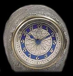 THE SPLENDORS OF LALIQUE ART. Clocks