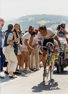 Reigning world champion Greg LeMond gives full gas during the stage 12 time trial at the 1990 Tour de France Vintage Cycles, Vintage Racing, Classic Road Bike, Bike Poster, Bicycle Race, Cycling Art, Tours, Athlete, Bike Stuff