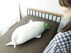 ベッドで寝ようと思ったら、先にセクシー大根が寝ている。そんな生活を想像したことがあったでしょうか。 セクシー大根抱き枕│YOU+MORE!│フェリシモ http://info.felissimo.co.jp/youmore/main01/food/post-132/