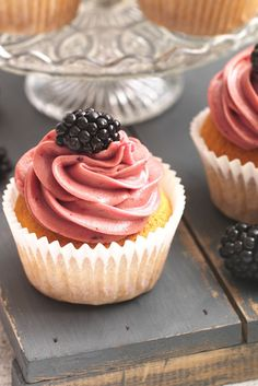 Quick and simple Blackberry cupcakes with a light and fluffy texture. Bake and share the goodness with your friends and family! | Tesco