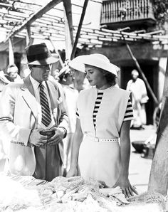 Humphrey Bogart and Ingrid Bergman in Casablanca 1942 Ingrid Bergman Casablanca, Casablanca Movie, Casablanca 1942, Humphrey Bogart Casablanca, Casablanca Dress, Golden Age Of Hollywood, Vintage Hollywood, Classic Hollywood, First Ladies