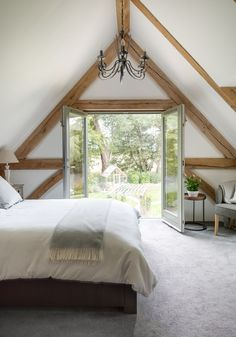 Wohnen Border Oak Master Bedroom with vaulted ceiling and Juliette balcony # kitchengarden Attic Master Bedroom, Bedroom Balcony, Bedroom Loft, Large Bedroom, Dream Bedroom, Bedroom Decor, Oak Bedroom, Bedroom Rustic, Vaulted Ceiling Bedroom